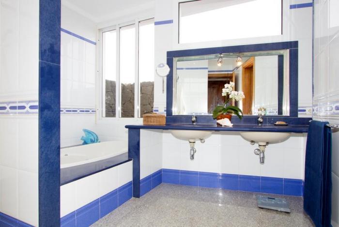 Villa LVC198365 Bathroom with full size bath