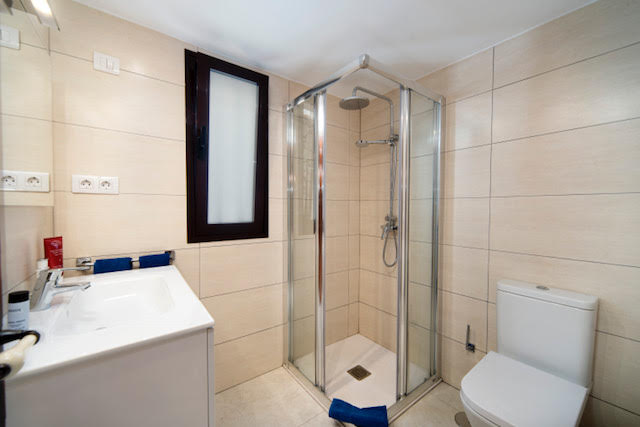 Villa LVC198554Bathroom with walk in shower