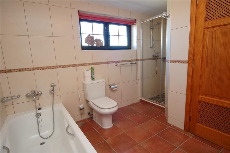 Villa LVC198622 bathroom in annexe