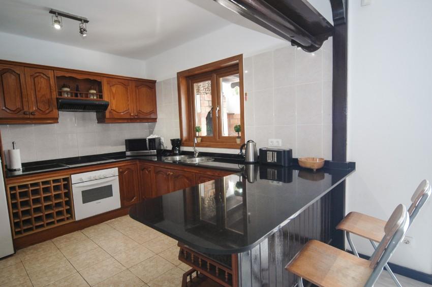 LVC200581 kitchen