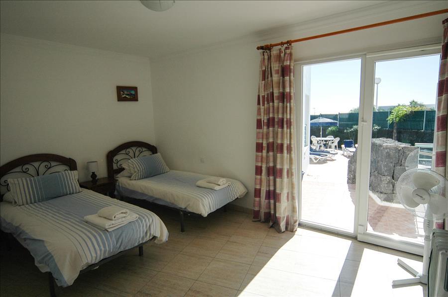 LVC200582 Twin Bedroom with patio doors