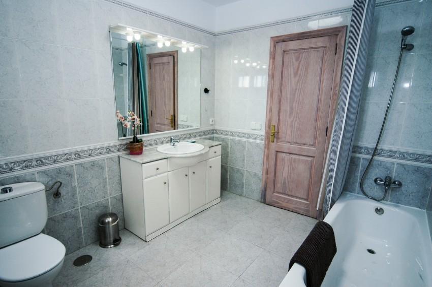 LVC200823 bathroom