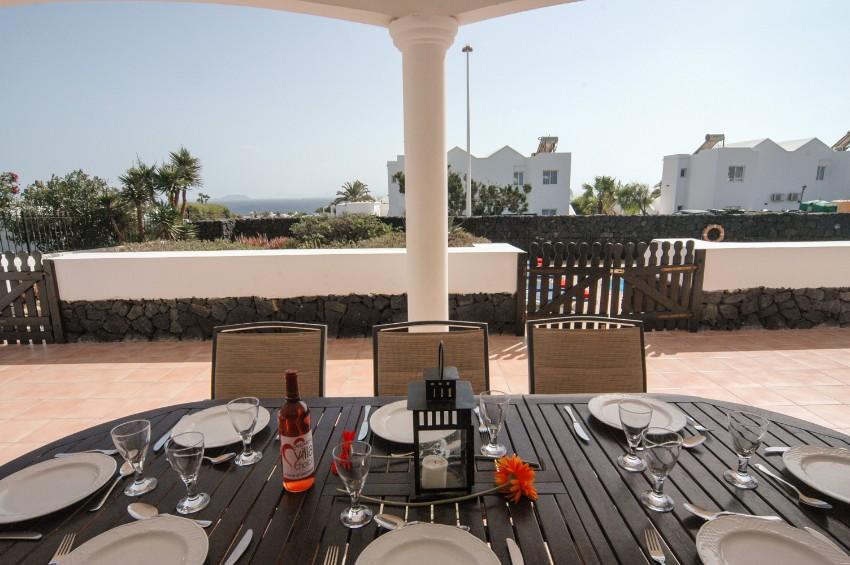 LVC200823 undercover terrace