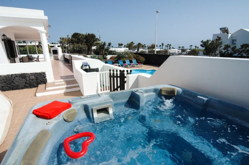 LVC200823 villa with hot tub