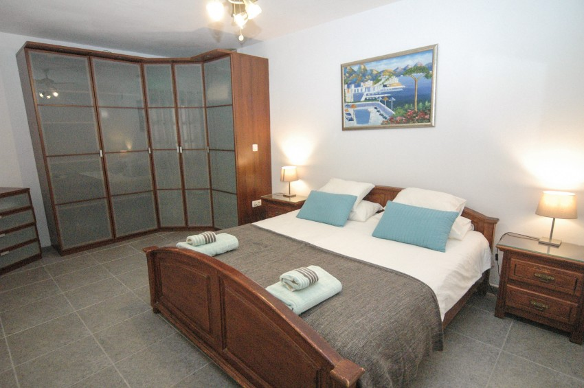 LVC200823 double bedroom with ensuite