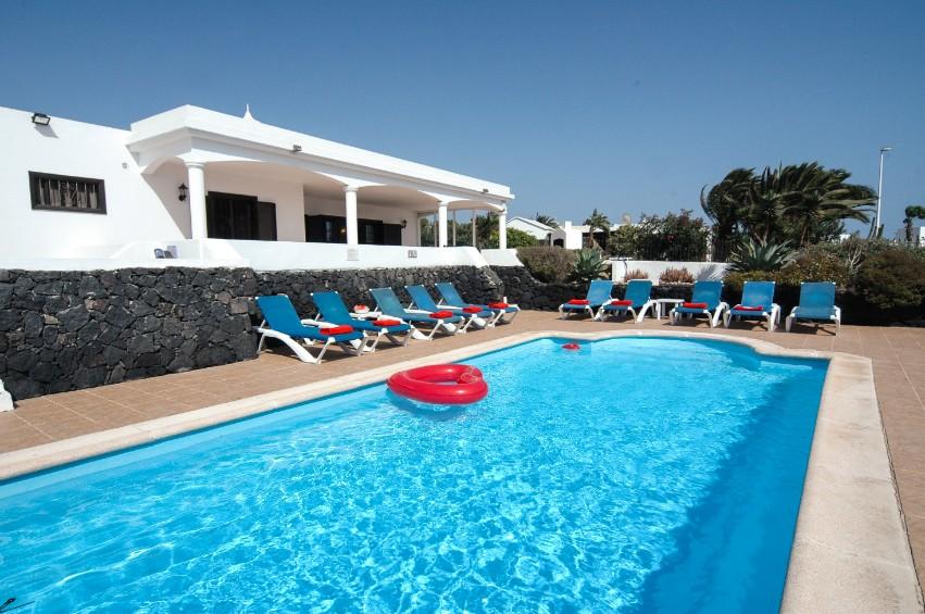 LVC200823 villa with pool