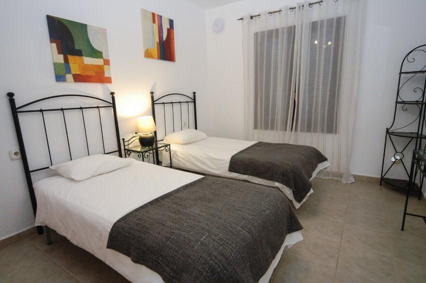 LVC200823 twin bedroom