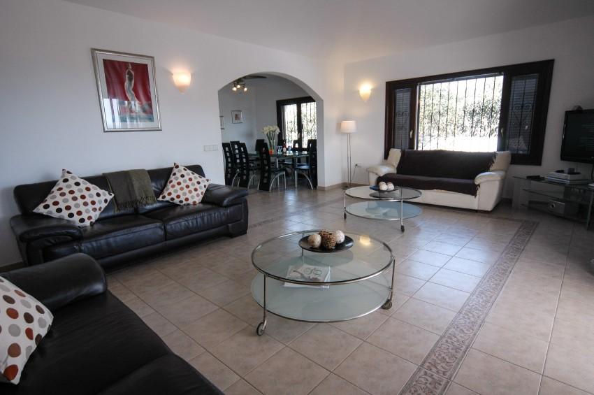 LVC200823 living room