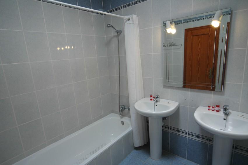 Villa LVC200850 Family bathroom with full size bath