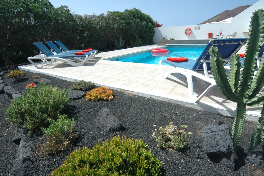 Villa LVC200850 Mature gardens surround the swimming pool