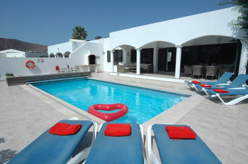 Villa LVC200850 Sunbathe around the pool