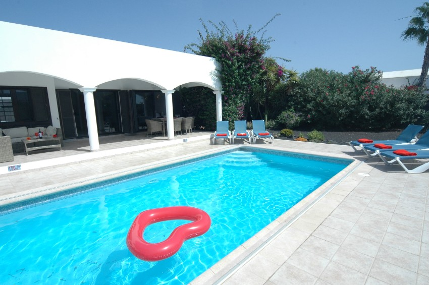 Villa LVC200850 Pool measures 8.0m x 4.00m