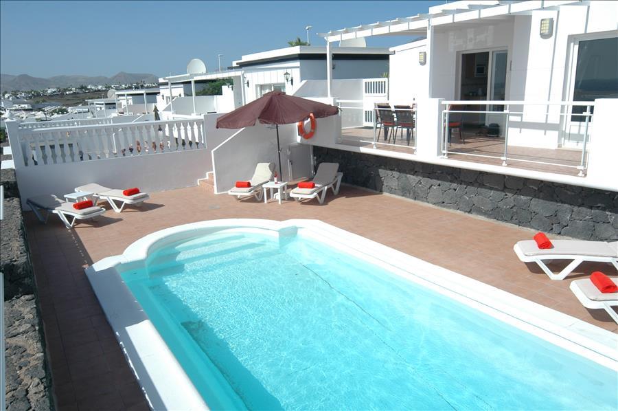 Villa LVC204213 Swimming pool with roman steps