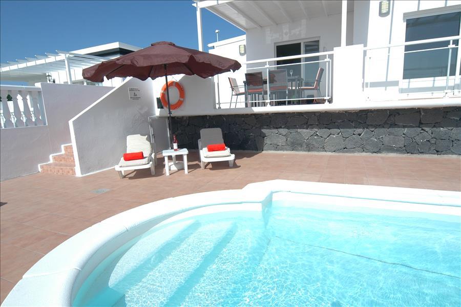 Villa LVC204213 Roman steps into the pool