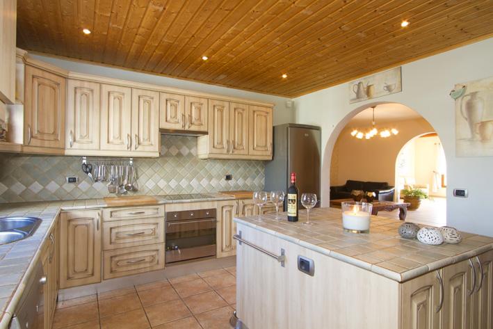 Villa LVC211088 Rustic style kitchen