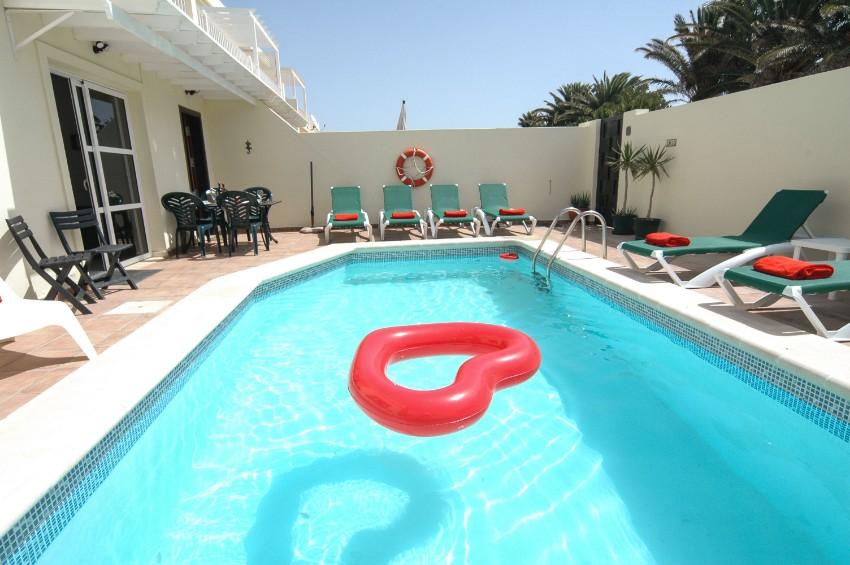 LVC212405 Villa and Pool Area