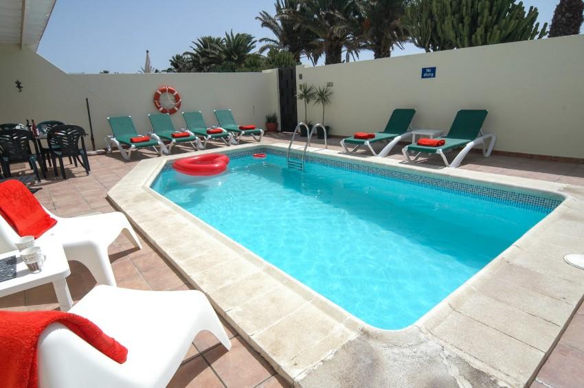 LVC211964 Heated pool