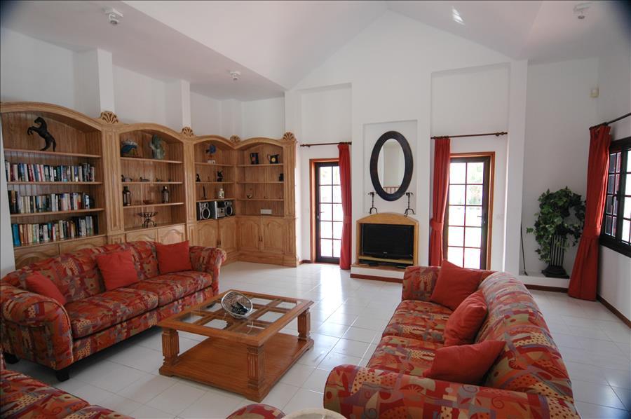 LVC215921 Living Area