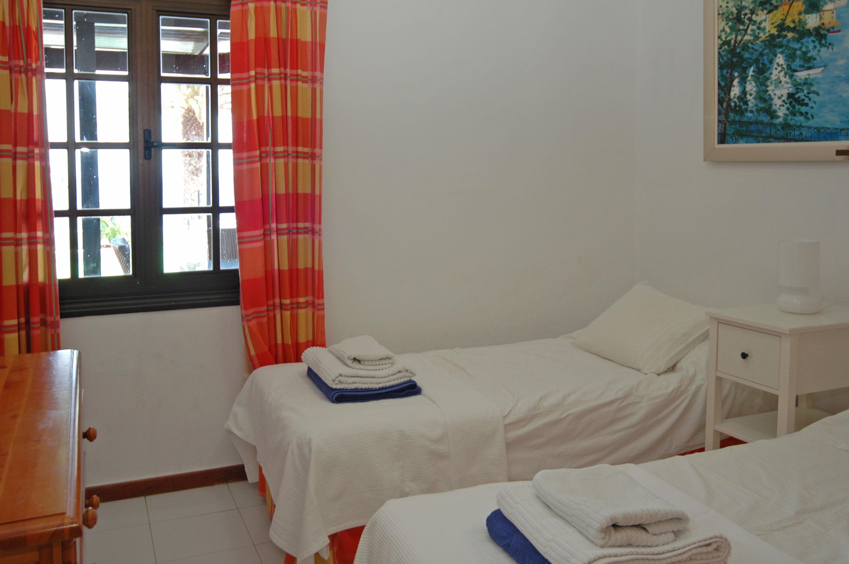 LVC215921 Twin Bedroom