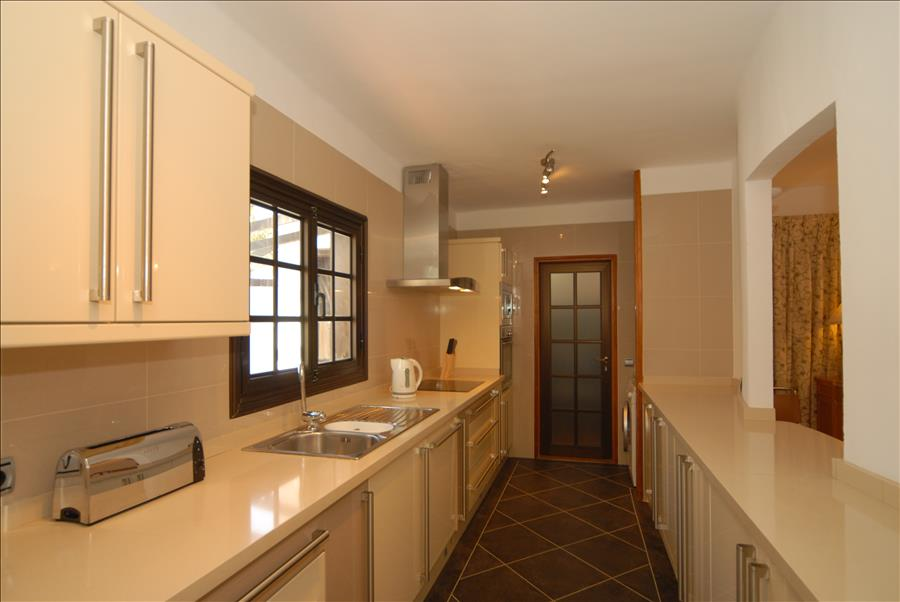 LVC215921 Fitted Kitchen