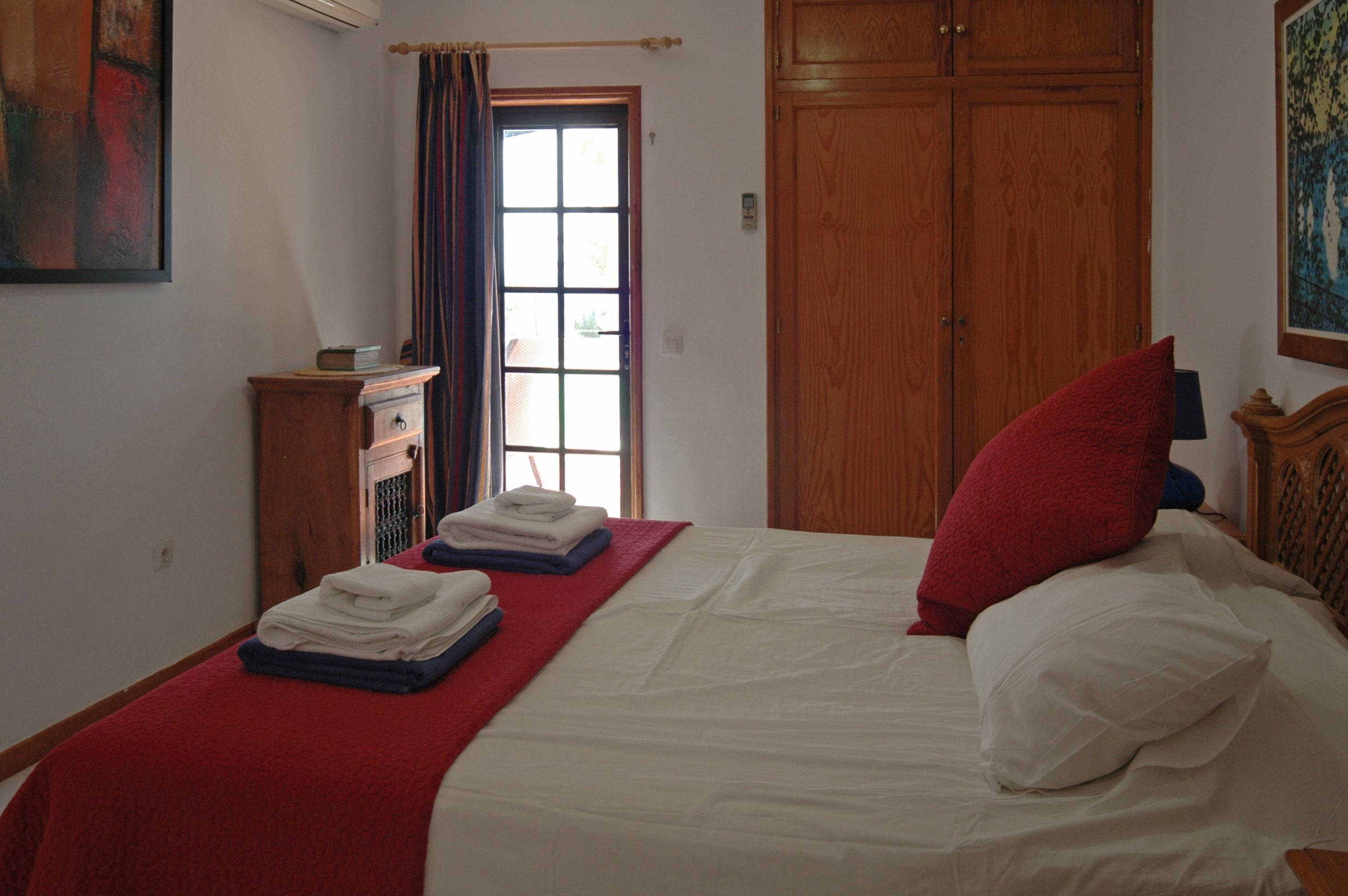 LVC215921 Double bedroom