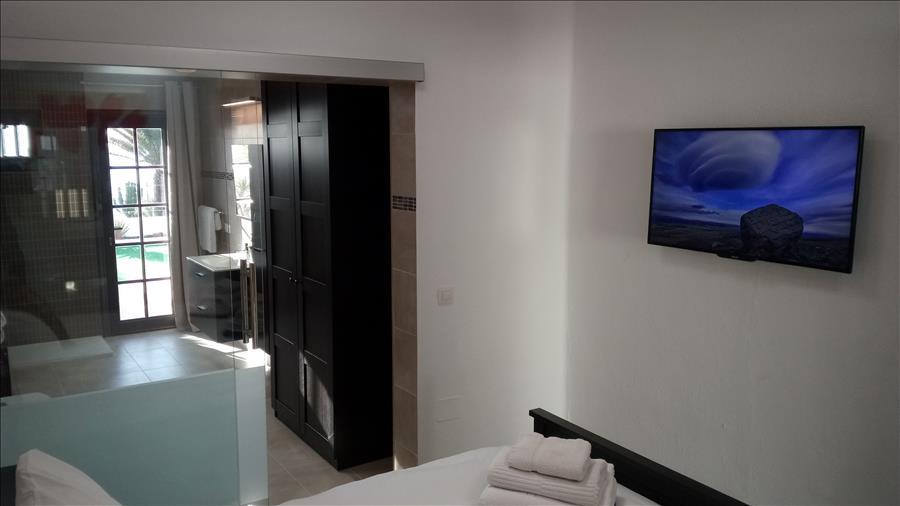 LVC215921 Bedroom