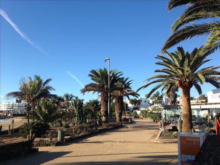 LVC215921 Las Cucharas Promenade