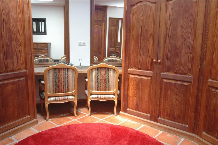 LVC215921 Dressing room