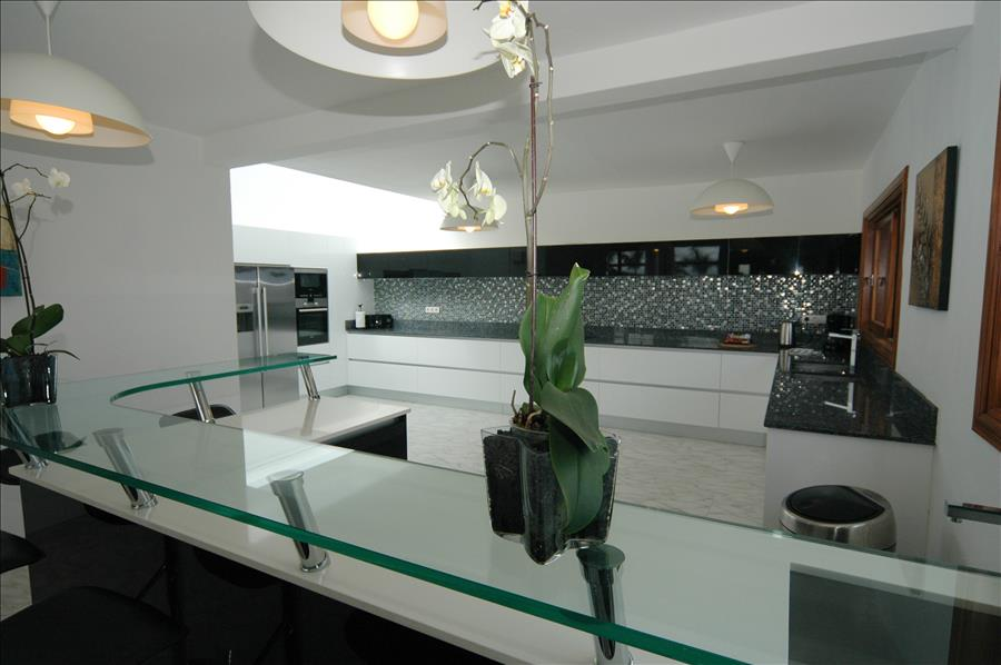Villa LVC216123 Modern kitchen with mod cons