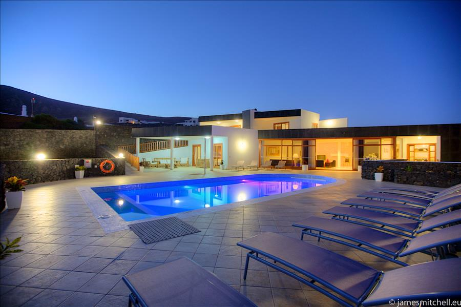 Villa LVC216123 by night