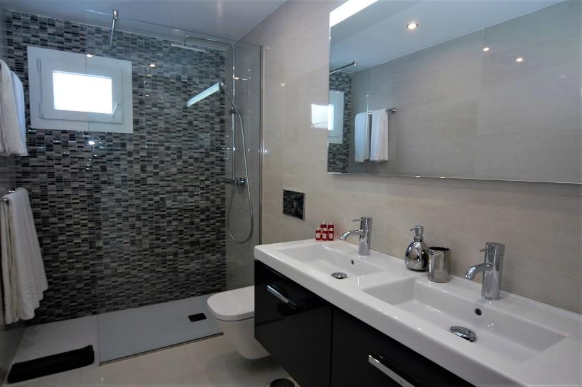 Villa LVC222099 - Downstairs family shower room