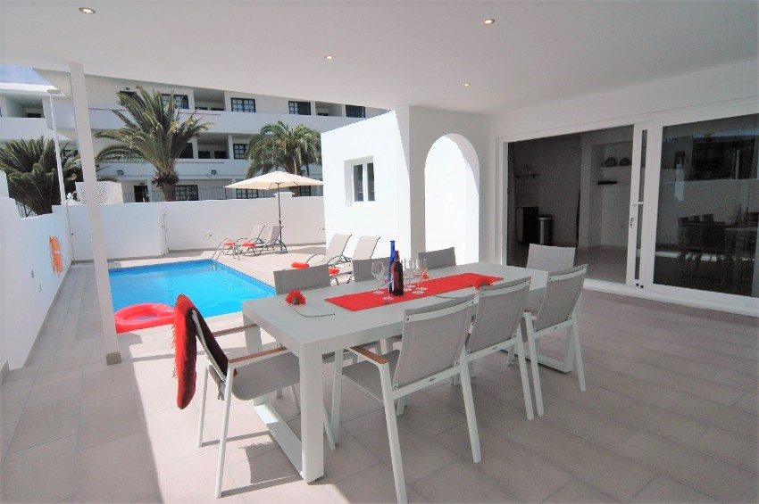 Villa LVC222099 - Outdoor dining and BBQ overlooking the pool