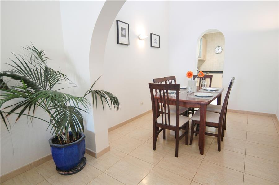 LVC227772 Dining area