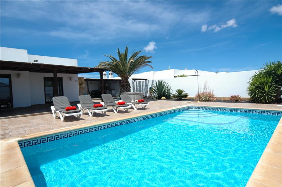 LVC227772 Lanzarote holiday Villa in Playa Blanca
