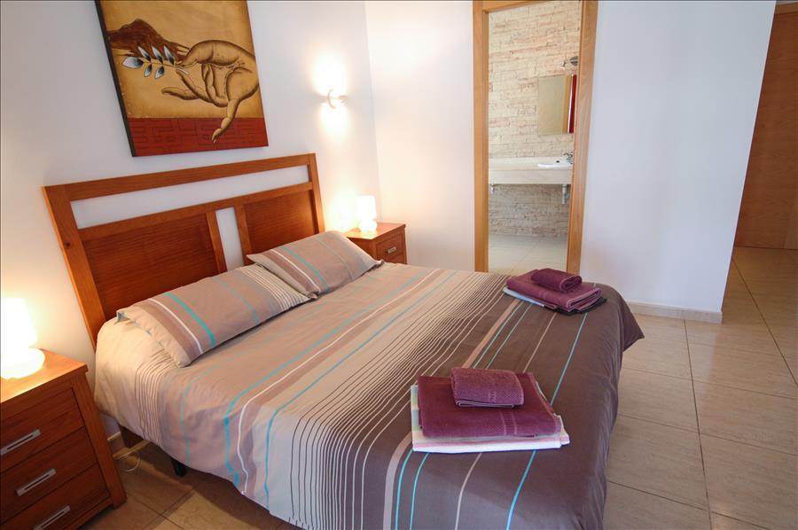 LVC227773 Master bedroom with en suite bathroom