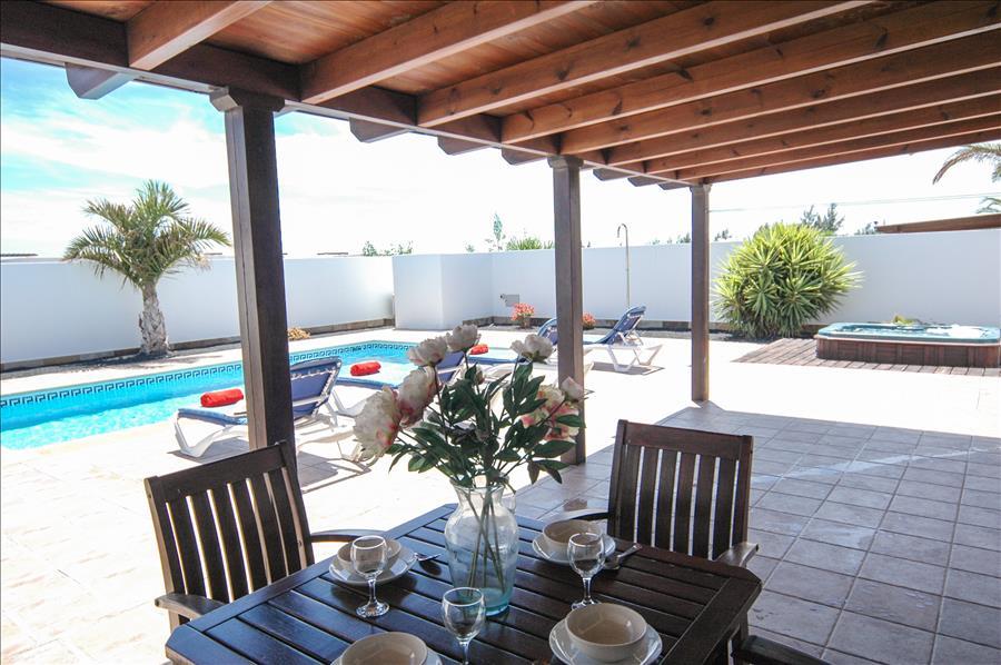 LVC227773 Alfresco dining at your holiday villa