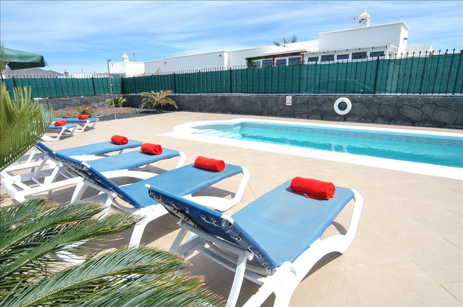 Villa LVC227774 8m x 4m rectangular swimming pool