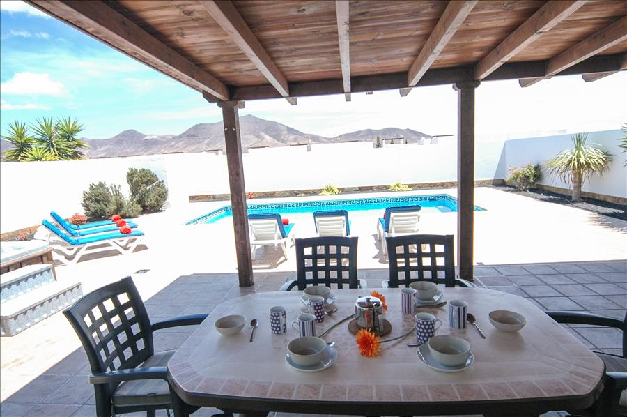 LVC227855 Alfresco dining at your holiday villa
