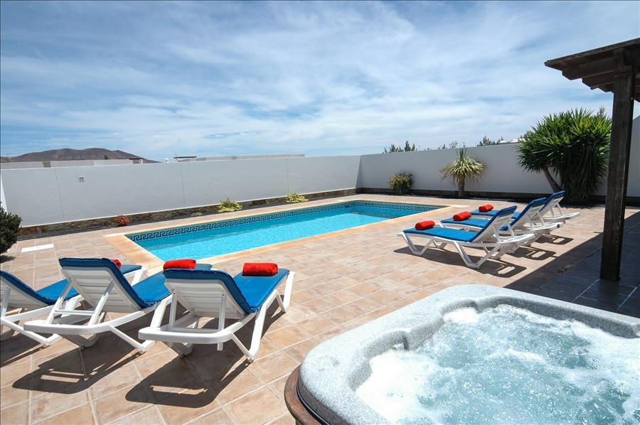 LVC227855 3 bedroom villa with hot tub