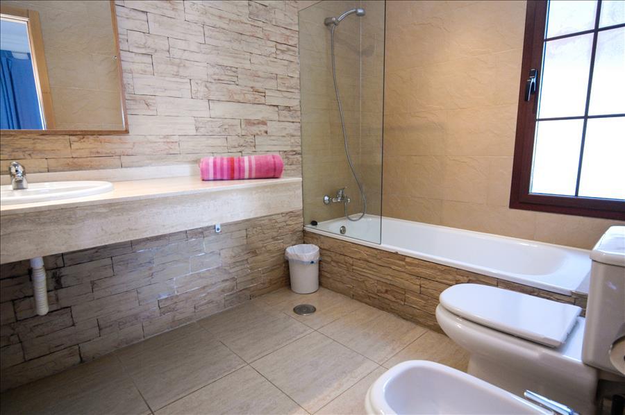LVC227855 Master bedroom with en suite