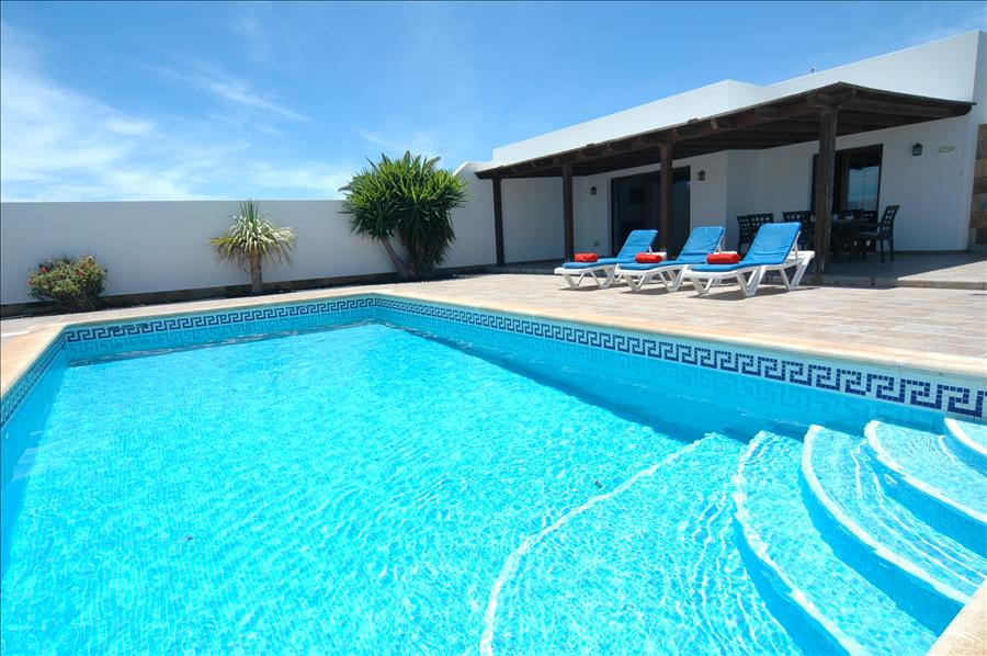 LVC227855 Lanzarote holiday Villa with private pool