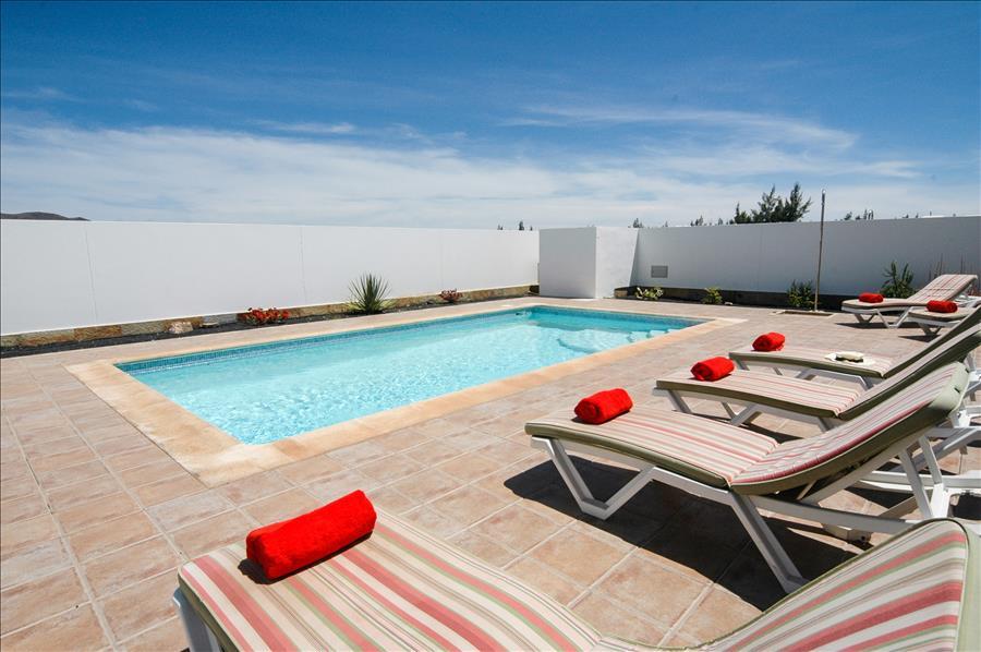 LVC228143 Quiet sunbathing terraces