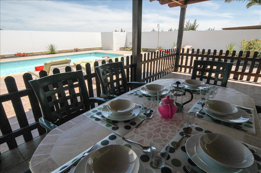 LVC228143 Covered terrace with alfresco dining