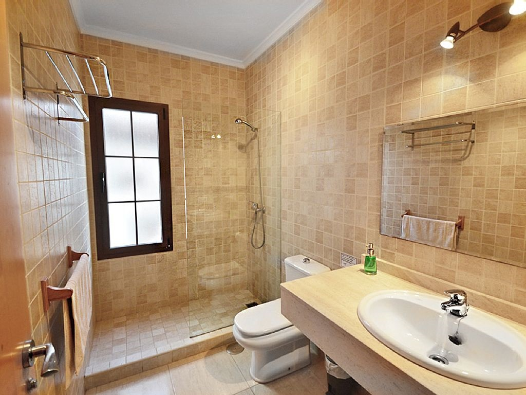 LVC228143 Separate shower room