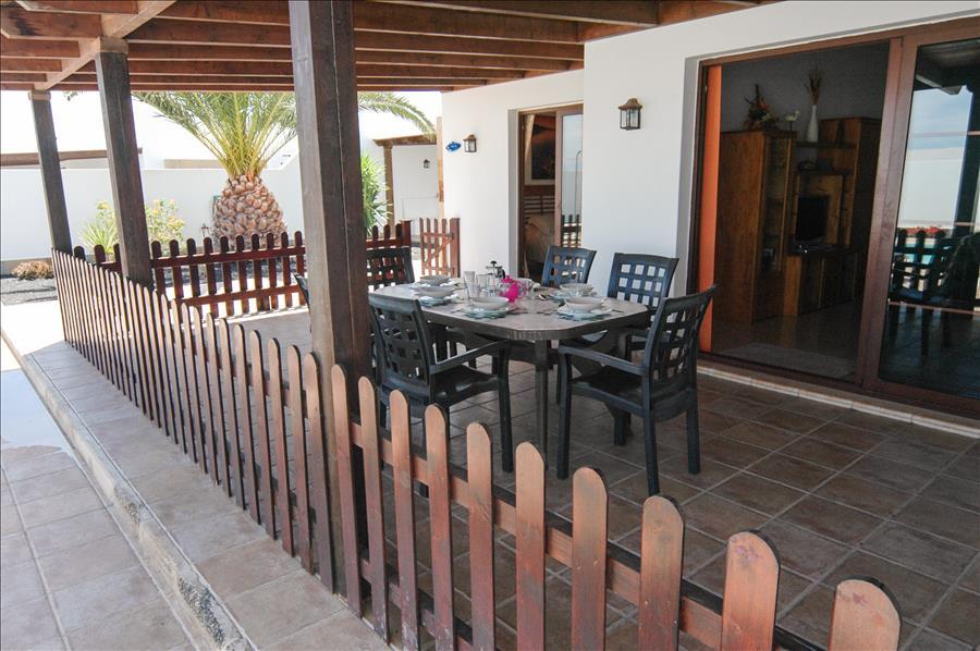 LVC228143 Gated terrace