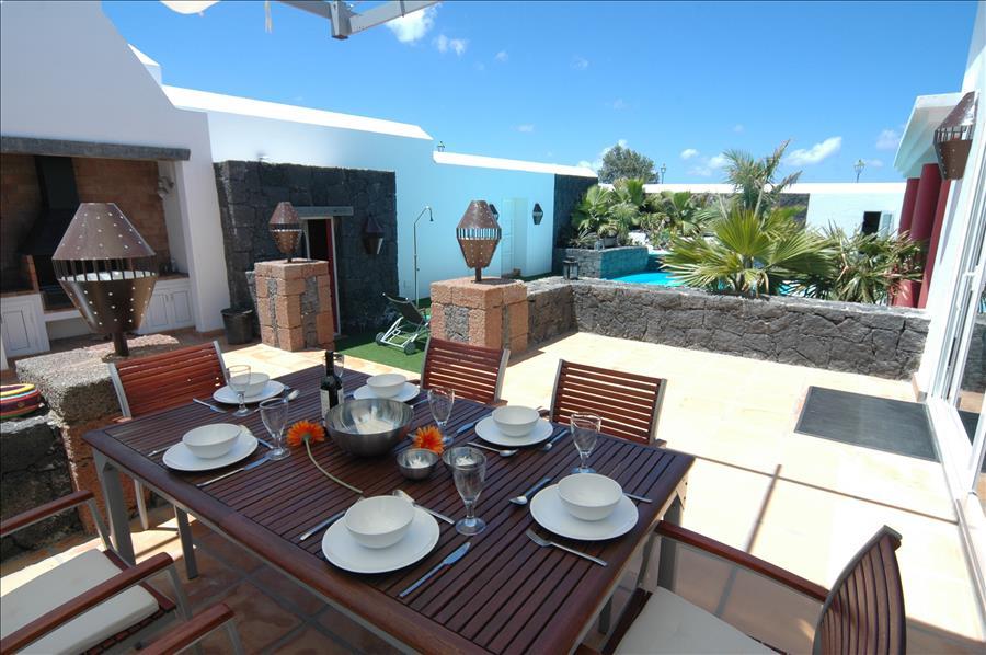 Villa LVC230884 BBQ and dine Al fresco