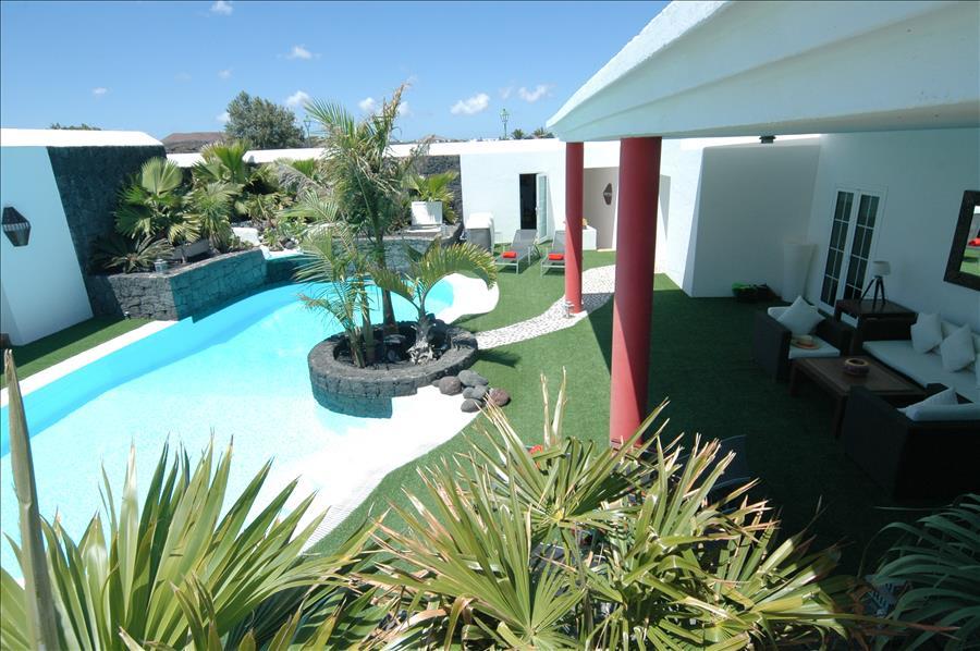 Villa LVC230884 Well kept gardens