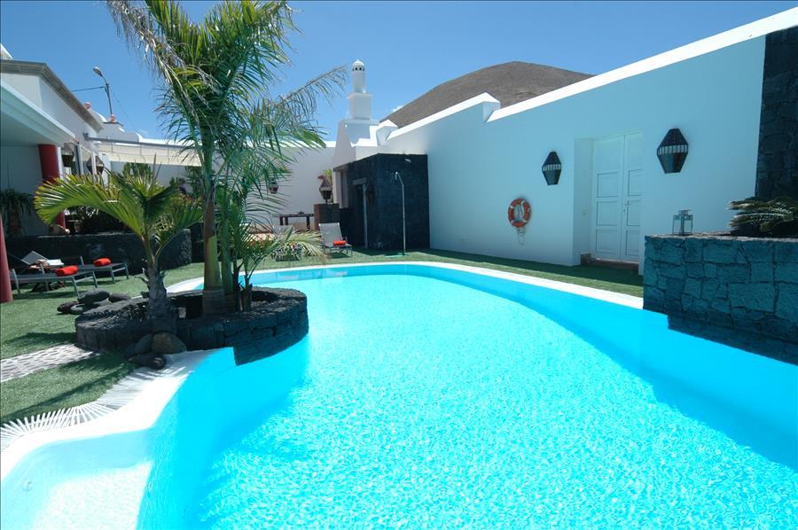 Villa LVC230884 Bespoke shaped swimming pool