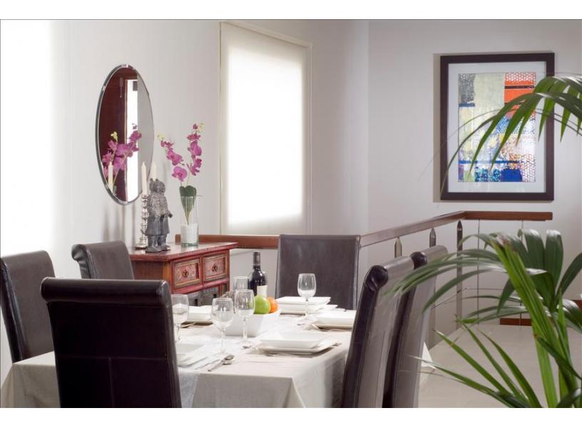 LVC238101 Dining area