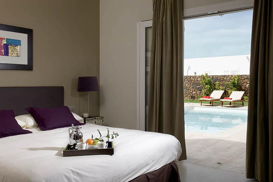 LVC238101 Bedroom with patio doors to terrace